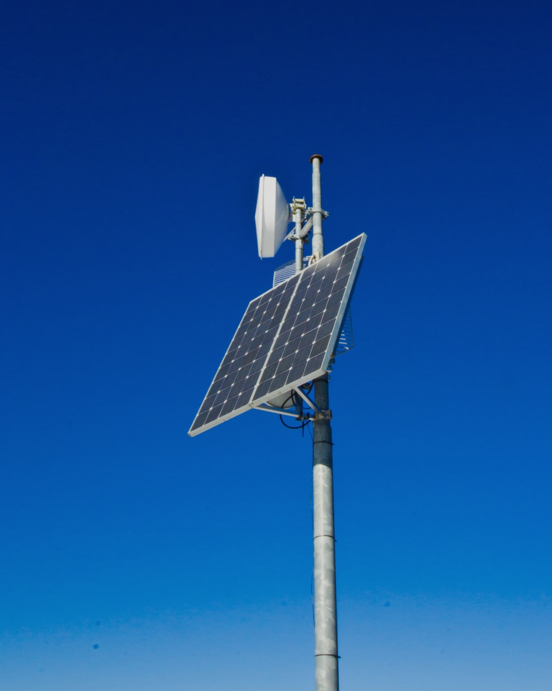 solar powered wifi repeater station